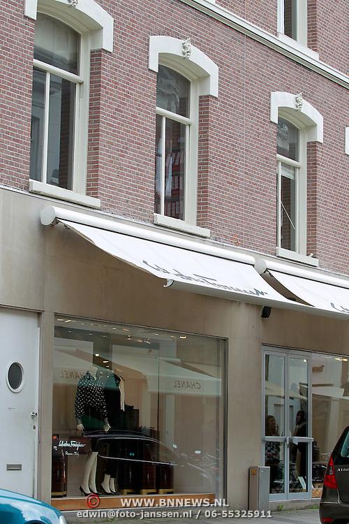 NLD/Amsterdam/20110722 - Tijdelijke woning Bert Kuizinga en partner in de PC Hoofdtstraat Amsterdam in afwachting nieuwbouw eigen woning