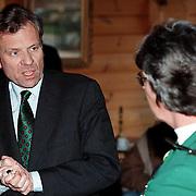 CDA politicus Jaap de Hoop Scheffer bezoekt Huizen en in gesprek met Margot Dierick