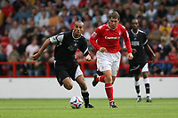 Photo: Pete Lorence.<br />Nottingham Forest v Swansea City. Coca Cola League 1. 30/09/2006.<br />Darren Pratley charges through the midfield.