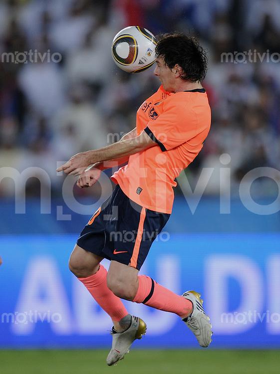 Fussball International  FIFA Club WM  UAE  2009     19.12.2009 Finale Estudiantes de La Plata  - FC Barcelona Lionel Messi  (Barca) am Ball