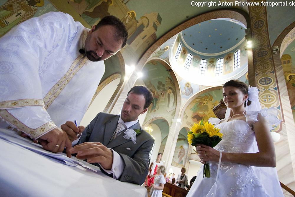 Wedding pictures from wedding of Jana and Andrew in Michalovce, Eastern Slovakia. Svadobne fotografie zo svadby Jany a Andrewa, ktora sa konala v Michalovciach.