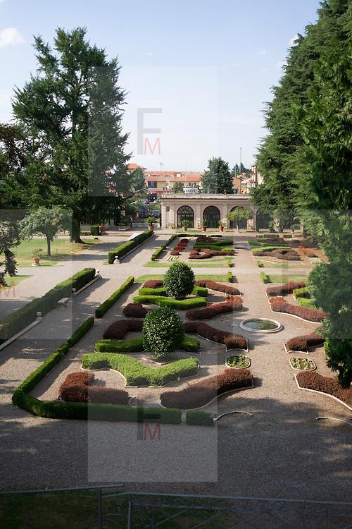 Giardino della villa Litta Borromeo a Lainate..Garden of the villa Litta Borromeo in Lainate