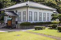 The Seaside Literary Memorial is a reconstruction of a Japanese-style hotel called Tokiwakan in the small seaside town of Gamagori.  Starting with Kawabata Yasunari, winner of the Nobel Prize, this building has been loved by many Japanese literary figures since the 1920s.