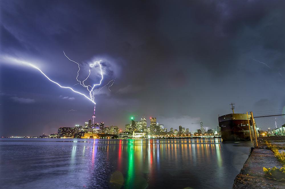 http://Duncan.co/cn-tower-lightning-02/