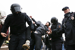 May 5, 2018 - Saint Petersburg, Russia - Policemen detain an opposition supporter during an unauthorized anti-Putin rally in St. Petersburg. (Credit Image: © Igor Russak/SOPA Images via ZUMA Wire)