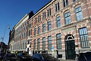 Prinses Maxima is aanwezig bij de  Bijzondere Collecties van de Universiteit van Amsterdam voor de tentoonstelling van 1001 Vrouwen. De prinses zal een postzegelvel van 1001 Vrouwen in ontvangst nemen. PostNL brengt het vel uit ter gelegenheid van de tentoonstelling 1001 Vrouwen en bevat tien postzegels met daarop portretten van opmerkelijke vrouwen uit de Nederlandse geschiedenis. <br /> <br /> Princess Maxima is available in the Special Collections of the University of Amsterdam for the exhibition of 1001 Women. The princess will stamp of 1001 Women receive. TNT brings the sheet on the occasion of the exhibition Women in 1001 and contains ten stamps showing portraits of notable women in Dutch history.<br /> <br /> Op de foto / On the photo: