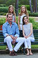 080416 Spanish Royals Pose at Marivent Palace