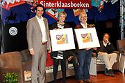 Presentatie van de Douwe Egberts Sinterklaasboeken in de Openbare Bibliotheek Amsterdam. <br /> <br /> Op de foto:  Prinses Laurentien en illustrator Jan Jutte, samen met D.E. verkoopdirecteur Michel Acda