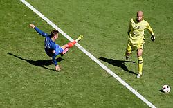 Antoine Griezmann of France fires wide  - Mandatory by-line: Joe Meredith/JMP - 26/06/2016 - FOOTBALL - Stade de Lyon - Lyon, France - France v Republic of Ireland - UEFA European Championship Round of 16