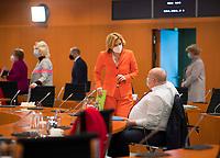 DEU, Deutschland, Germany, Berlin, 03.03.2021: Bundeslandwirtschaftsministerin Julia Klöckner (CDU) und Bundeswirtschaftsminister Peter Altmaier (CDU) vor Beginn der 132. Kabinettsitzung im Bundeskanzleramt.