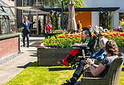 Koning Willem Alexander tijdens een werkbezoek gebracht aan woonzorglocatie Lindendael in Hoorn, onderdeel van zorgorganisatie Omring in Noord-Holland.<br /> <br /> King Willem Alexander paid a working visit to the Lindendael residential care location in Hoorn, part of the Omring care organization in North Holland.