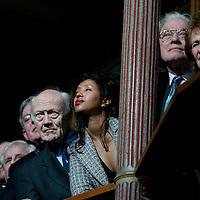 Nederland. amsterdam. 30 januari 2004..Schrijvers en schrijfsters zoals Abbas (midden) tijdens groepsfoto n.a.v. 60-jarig bestaan uitgeverij de Bezige Bij.