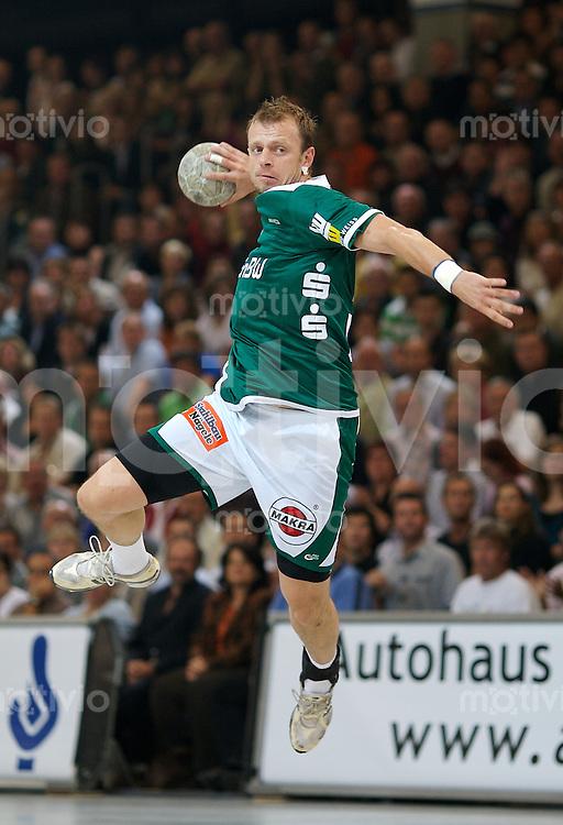 Handball Herren, 1.Bundesliga 2007/2008, Hohenstaufen Halle (Germany), FrischAuf! Goeppingen - TV Grosswallstadt (28:23).Dalibor Anusic (FAG) im Sprungwurf, zieht ab