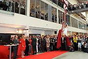 Princes Maxima opent nieuw gebouw NHL Hogeschool in Leeeuwarden. Het gebouw bestaat uit een oud en nieuw gedeelte. Het oude gedeelte is gerenoveerd en nieuwe gedeelte van deels glas eromheen gebouwd.<br /> NHL Hogeschool biedt 73 opleidingen aan ruim 10.000 studenten.