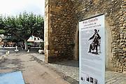 Frankrijk, Prades, 20-9-2008Pleintje in het centrum van het stadje Prades aan de voet van de pyreneeën met haar kerk, waar jaarlijks het Casals-festival wordt gehouden.Street in the center of the town of Prades at the foot of the Pyrenees with her church, where the annual Casals Festival is held.Foto: Flip Franssen