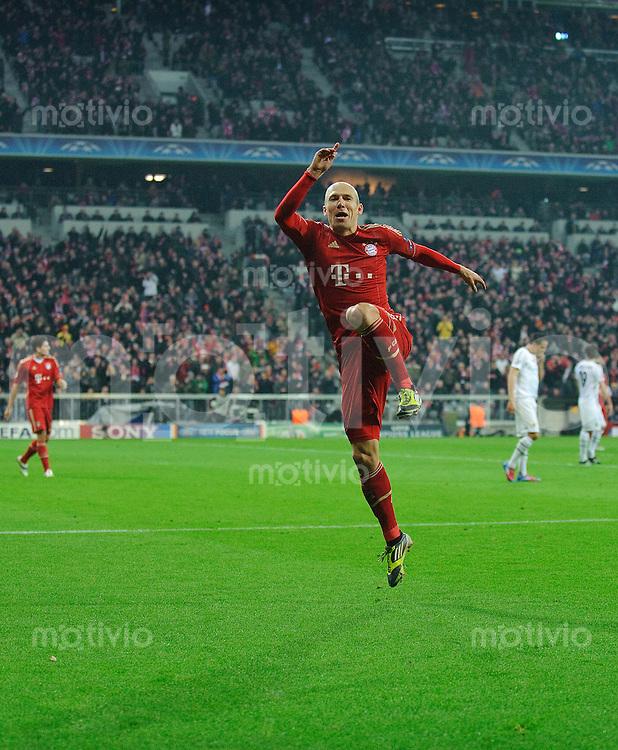 Fussball Uefa Champions League 2011/2012 FC Bayern Muenchen - FC Basel Jubel zum 7:0 durch Arjen ROBBEN (FCB).