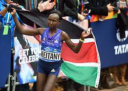 01-11-2015 USA: NYC Marathon, New York<br /> De dag van de marathon, 42 km en 195 meter door de straten van Staten Island, Brooklyn, Queens, The Bronx en Manhattan / Mary Keitany KEN