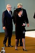Nationale Herdenking voor de slachtoffers van vlucht MH17 in de RAI , Amsterdam.Vertrek van de gasten na afloop van de bijeenkomst<br /> <br /> National Memorial for the victims of flight MH17 in the RAI, Amsterdam.VThe guests leave after the meeting<br /> <br /> Op de foto / On the photo: <br /> <br />  Prinses Margriet en mr. Pieter van Vollenhoven