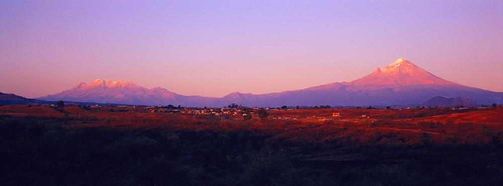 MEXICO, LANDSCAPE Popocatépetl and Iztaccíhuatl Volcanos