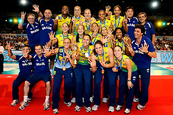 23-08-2009 VOLLEYBAL: WGP FINALS CEREMONY: TOKYO <br /> Brazilie wint de World Grand Prix 2009 / met oa. Thaisa Menezes, Marianne Steinbrecher, Danielle Lins, Fabiana de Oliveira, Fabiana Claudino en Sheilla Castro<br /> ©2009-WWW.FOTOHOOGENDOORN.NL