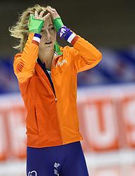 11-12-2015 NED: ISU World Cup, Heerenveen<br /> 3000 meter vrouwen / Annouk van der Weijden NED pakt de zilveren medaille.