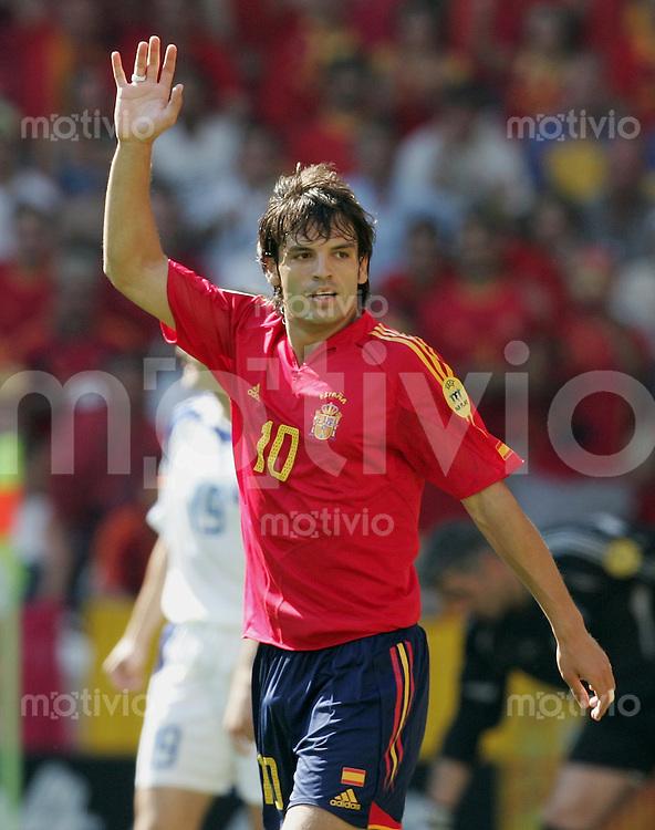 Fussball INTERNATIONAL EURO 2004 in Port im Stadion Bessa Griechenland 1-1 Spanien Jubel; Fernando Morientes (ESP)