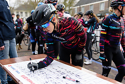 Alexis Ryan signs on at Drentse 8 van Westerveld 2018 - a 142 km road race on March 9, 2018, in Dwingeloo, Netherlands. (Photo by Sean Robinson/Velofocus.com)