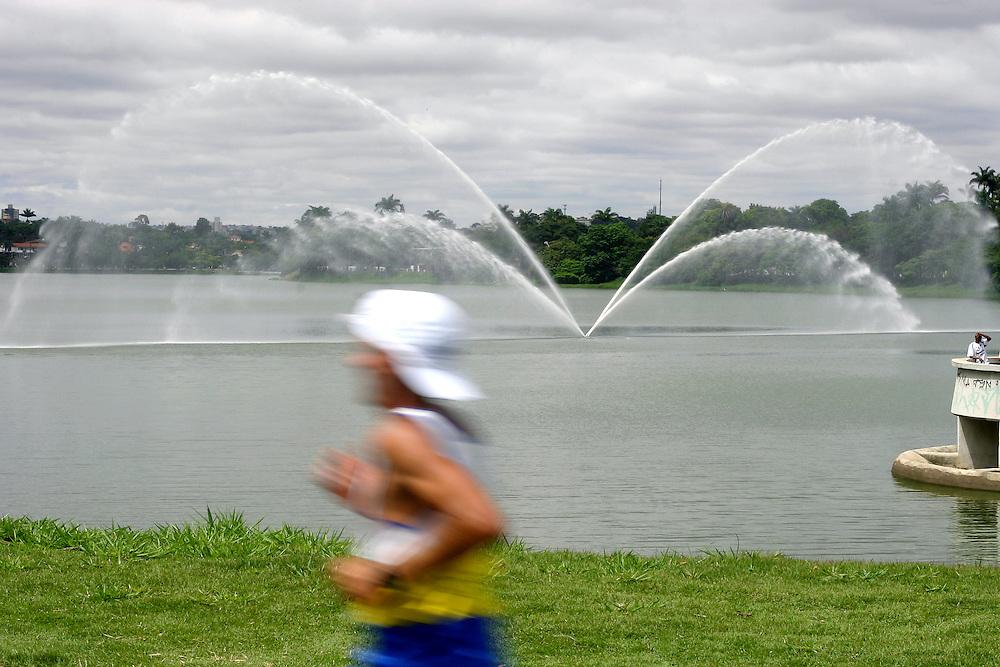 Belo Horizonte_MG, Brasil...Volta Internacional da Pampulha, uma corrida internacional ao redor da Lagoa da Pampulha, com trajeto de 18KM...Pampulha Lagoon International Race, the course is about 18k long. ..Foto: LEO DRUMOND / NITRO