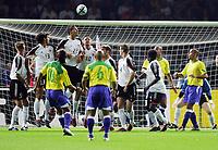 Fotball<br /> Privatlandskamp<br /> Tyskland v Brasil<br /> Berlin<br /> 8. september 2004<br /> Foto: Digitalsport<br /> NORWAY ONLY<br /> RONALDINHO scorer. Muren fra venstre .l. FAHRENHOST, BALLACK, KURANYI, DEISLER, FRINGS, HUTH, ASAMOAH, RONALDO