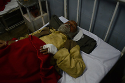 November 20, 2016 - Pukhrayan, Kanpur, India - R.K. Pathak aged 80 from behraich district, victim of Train accident, who was travelling with his 45 fellows  , admitted with her sister in district hospital, some 60 kms from Kanpur, on November 20,2016. Indore Patna express train derailed on sunday's early morning. more than 200 people died and several injured, according to officials. (Credit Image: © Ritesh Shukla/NurPhoto via ZUMA Press)