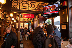 © Licensed to London News Pictures. 20/03/2020. London, UK. Pub-goers in the Red Lion in Westminster watch as Prime Minister Boris Johnson announces that they are telling pubs, bars, cafes, theatres, and leisure centre to close in order to tackle the spread of the Coronavirus. Photo credit: Rob Pinney/LNP