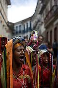 Ouro Preto _ MG, 18 Novembro de 2007..Imagens da cidade historica de Minas Gerais, Ouro Preto...Na foto: Grupo de congado se apresenta nas ladeiras da cidade....Foto: JOAO MARCOS ROSA / AGENCIA NITRO