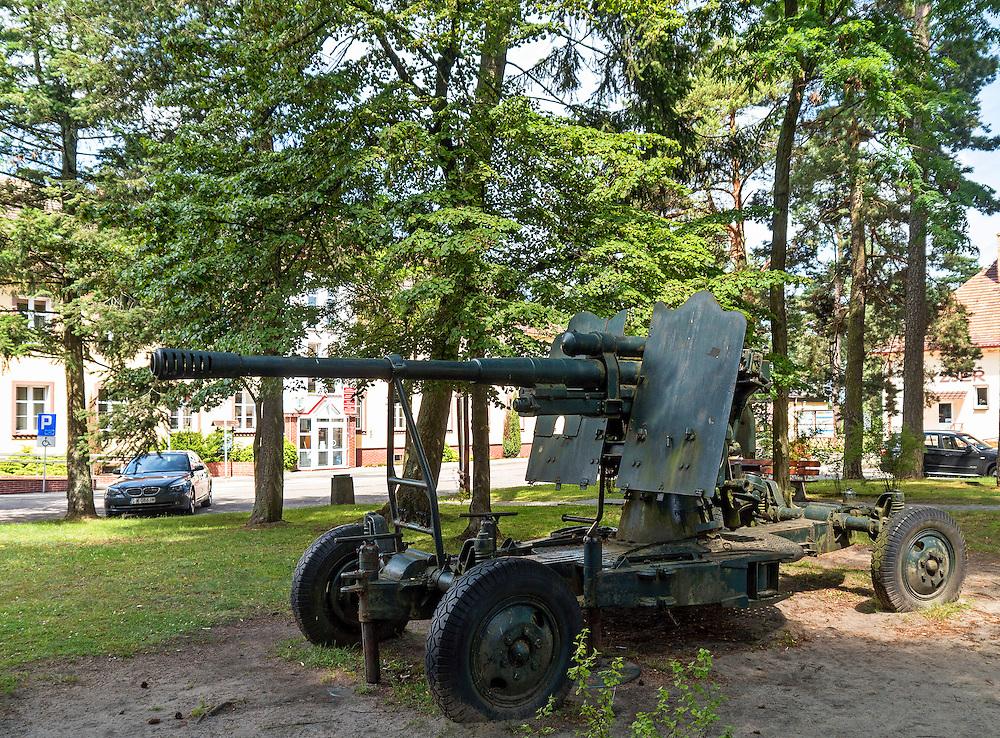 Armata na skwerze przed urzędem miejskim. Borne Sulinowo, była baza Północnej Grupy Wojsk Radzieckich