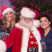 NLD/Hilversum /20131210 - Sky Radio Christmas Tree For Charity 2013, Jennifer Lynn en Julia van der Toorn met de kerstman