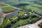 Nederland, Brabant, Werkendam, 12-06-2009; Fort Altena, onderdeel van de Nieuwe Hollandse Waterlinie. Rijksweg A27 gedeeltelijk door een deel van de verdedigingswerken. Het torenfort is gebouwd rond 1850, sinds 2001 eigendom van Stichting Brabants Landschap en tegenwoordig in gebruik voor recreative doeleinden, zoals bijvoorbeeld bedrijfsuitjesSwart collectie, luchtfoto (25 procent toeslag); Swart Collection, aerial photo (additional fee required).foto Siebe Swart / photo Siebe Swart