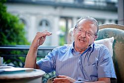 Tarso Fernando Herz Genro (São Borja, 6 de março de 1947) é um advogado, jornalista e político brasileiro filiado ao Partido dos Trabalhadores (PT). Foi duas vezes prefeito de Porto Alegre e ministro da Educação, das Relações Institucionais e da Justiça durante o governo de Luiz Inácio Lula da Silva. Em 3 de outubro de 2010, foi eleito governador do Rio Grande do Sul no primeiro turno, com mais de 54% dos votos válidos. FOTO: Jefferson Bernardes/Preview.com