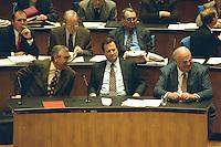 """05 FEB 1998, BONN/GERMANY:<br /> Theo Waigel, CSU, Bundesfinanzminister, Klaus Kinkel, FDP, Bundesaußenminister, Helmut Kohl, CDU, Bundeskanzler, Debatte """"Nichtraucherschutz"""", Deutscher Bundestag<br /> IMAGE: 19980206-03/01-30"""