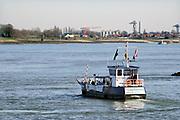 Nederland, Millingen aan de Rijn , 1-3-2019Het fietsveer, voetveer, van Millingen naar Pannerden . Mensen komen fietsen en wandelen in dit gebied .Foto: Flip Franssen