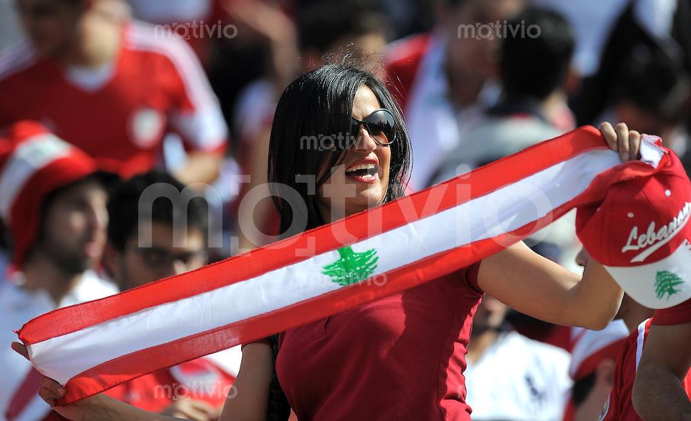 Fussball International    WM Qualifikation 2014   29.02.2012 Vereinigte Arabische Emirate - Libanon     Libanon Fan mit Fanschal