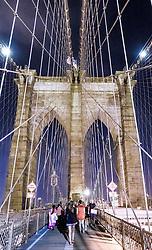 THEMENBILD - Die Brooklyn Bridge ist eine Schraegseil- und Haengebruecke in New York City und ist eine der aeltesten Bruecken dieses Typs in Amerika. Fertiggestellt 1883, verbindet sie Manhattan mit Brooklyn ueber den East River, im Bild der Fussgaengerweg, Aufgenommen am 28. August 2016 // The Brooklyn Bridge is a hybrid cable-stayed/suspension bridge in New York City and is one of the oldest bridges of either type in the United States. Completed in 1883, it connects the boroughs of Manhattan and Brooklyn by spanning the East River. This picture shows the pedestrian walkway, New York City, United States on 2016/08/28. EXPA Pictures © 2016, PhotoCredit: EXPA/ Sebastian Pucher