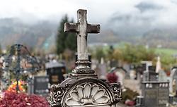 THEMENBILD - ein Kreuz auf einem Grabstein in einem Friedhof. Am 1. November, gedenken Katholiken aller Menschen, die in der Kirche als Heilige verehrt werden. Das Fest Allerseelen am darauf folgenden 2. November, ist dem Gedaechtnis aller Verstorbenen gewidmet, aufgenommen am 23.10.2015, Bischofshofen, Oesterreich // a cross on a grave stone in a cemetery, Bischofshofen, Austria on 2015/10/23. EXPA Pictures © 2015, PhotoCredit: EXPA/ JFK