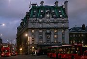 Londyn, 2009-10-23. Londyn nocą - Hotel Ritz