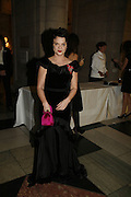 Lulu Guinness, The British Fashion Awards  2006 sponsored by Swarovski . Victoria and Albert Museum. 2 November 2006. ONE TIME USE ONLY - DO NOT ARCHIVE  © Copyright Photograph by Dafydd Jones 66 Stockwell Park Rd. London SW9 0DA Tel 020 7733 0108 www.dafjones.com