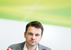 24.05.2017, Grüner Parlamentsklub, Wien, AUT, Grüne, Pressekonferenz mit Präsentation des neuen Chef des grünen Parlamentsklubs. im Bild designierter Klubobmann der Grünen Albert Steinhauser // Leader of the parliamentary group of the greens Albert Steinhauser during presentation of the new leader of the parliamentary group the greens in Vienna, Austria on 2017/05/24. EXPA Pictures © 2017, PhotoCredit: EXPA/ Michael Gruber