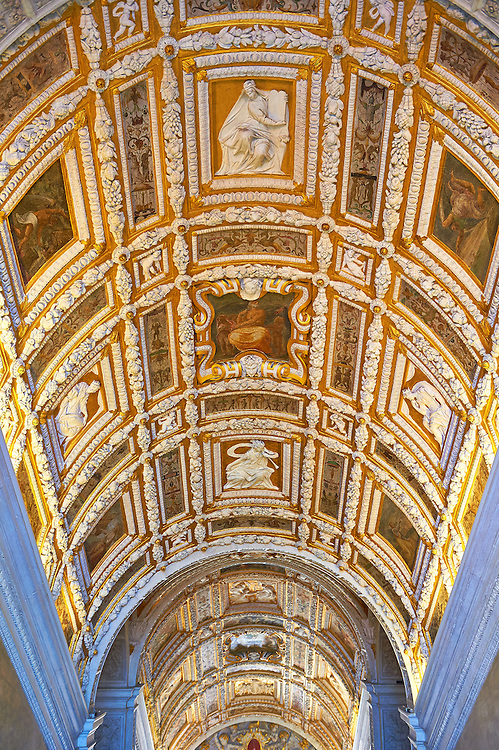 Interior stairs of The Doge's Palace, Palazzo Ducale, Venice Italy .<br /> <br /> Visit our ITALY HISTORIC PLACES PHOTO COLLECTION for more   photos of Italy to download or buy as prints https://funkystock.photoshelter.com/gallery-collection/2b-Pictures-Images-of-Italy-Photos-of-Italian-Historic-Landmark-Sites/C0000qxA2zGFjd_k<br /> <br /> <br /> Visit our MEDIEVAL PHOTO COLLECTIONS for more   photos  to download or buy as prints https://funkystock.photoshelter.com/gallery-collection/Medieval-Middle-Ages-Historic-Places-Arcaeological-Sites-Pictures-Images-of/C0000B5ZA54_WD0s