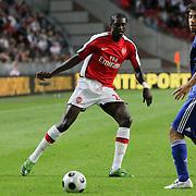 NLD/Amsterdam/20080808 - LG Tournament 2008 Amsterdam, Ajax v Arsenal, Emmanuel Adebayor in duel met Oleguer Presas Renom