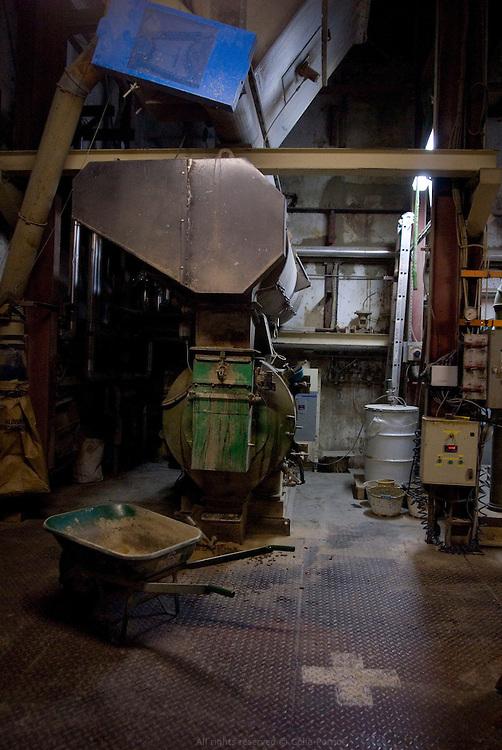 Evialis fournit aux éleveurs et aux fabricants d'aliments des produits pour la nutrition et la santé des animaux. Usine de Maillezais, Poitou-Charentes.