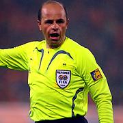 NLD/Rotterdam/20060528 - Voetbal, Nederland - Kameroen, scheidsrechter Konrad Plautz