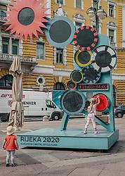 THEMENBILD - auf dem adriatischen Platz steht ein großes, blaues Kunstwerk mit dem Hinweis, dass Rijeka 2020 die Kulturhauptstadt von Europa ist. Wenn man daran dreht drehen sich die Zahnräder und klassische Musik wird abgespielt. Auf einer Anzeigentafel werden Tage und Stunden bis zur Eröffnung angezeigt, aufgenommen am 14. August 2019 in Rijeka, Kroatien // on the Adriatic Square there is a large blue work of art with the indication that Rijeka 2020 is the cultural capital of Europe. When you turn it, the cogwheels turn and classical music is played. A scoreboard shows the days and hours until the opening., pictured in Rijeka, Croatia on 2019/08/14. EXPA Pictures © 2019, PhotoCredit: EXPA/Stefanie Oberhauser
