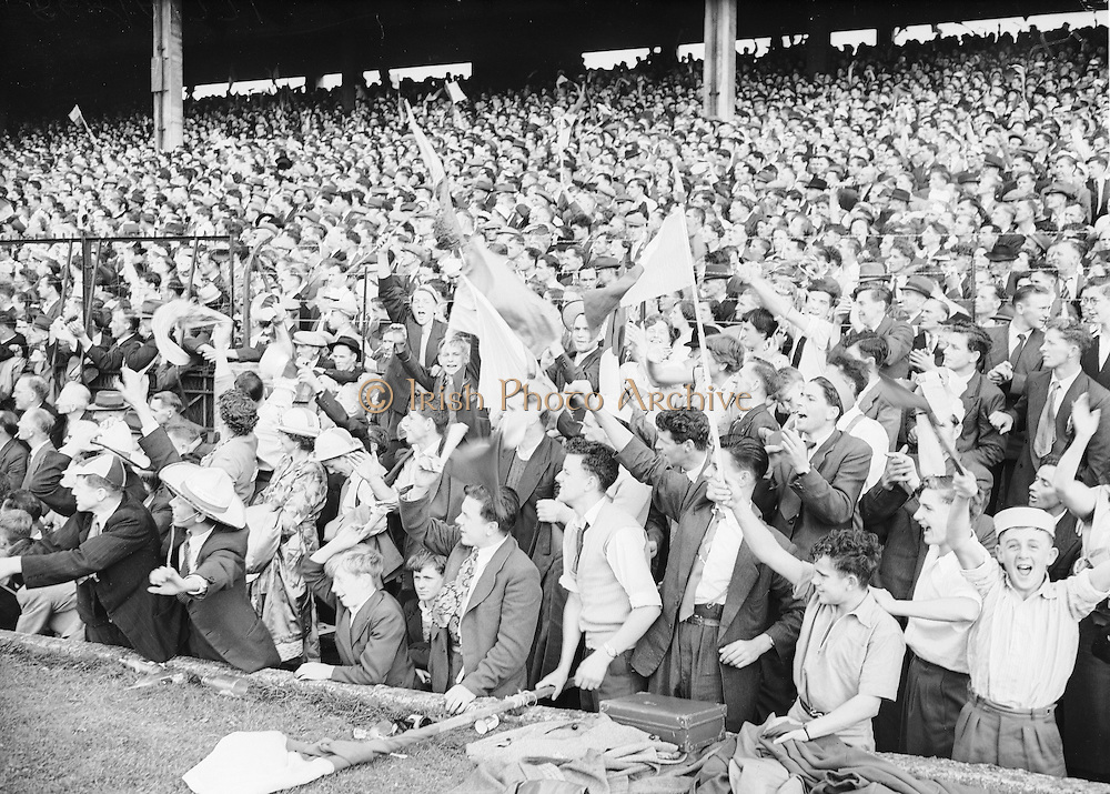 Neg No: 860/a1769-a1778,..4091955AISHCF,...04.09.1955, 09.04.1955, 4th September 1955,.All Ireland Senior Hurling Championship - Final,..Wexford.03-13,.Galway.02-08,..